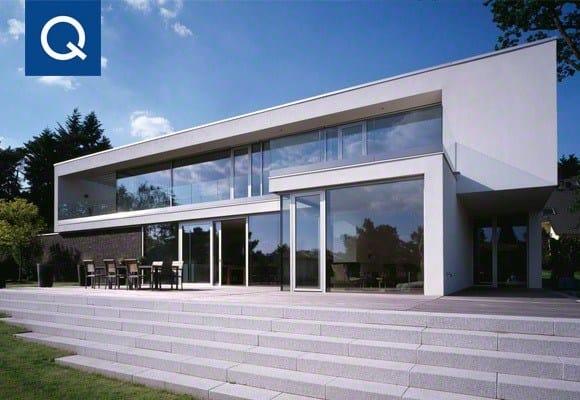 Il sistema di ringhiere Easy Glass® Slim di Q-railing per una residenza ad Amburgo
