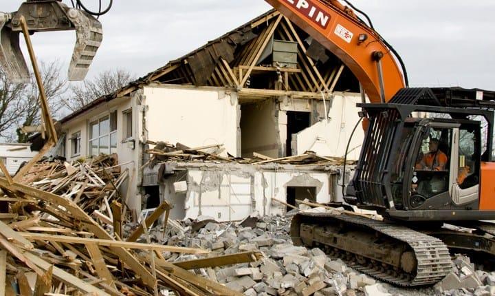 Edifici abusivi, in arrivo un Fondo da 10 milioni di euro per demolirli
