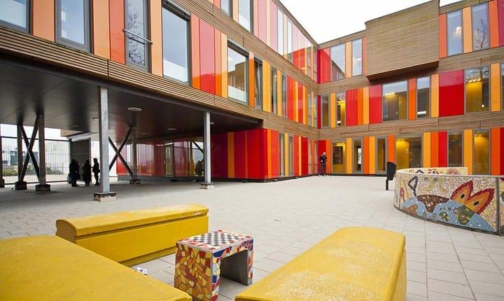 Dal Miur un milione di euro per recuperare gli spazi comuni nelle scuole