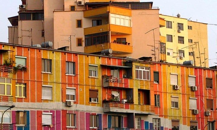 Infiltrazioni, il condominio paga solo i danni diretti
