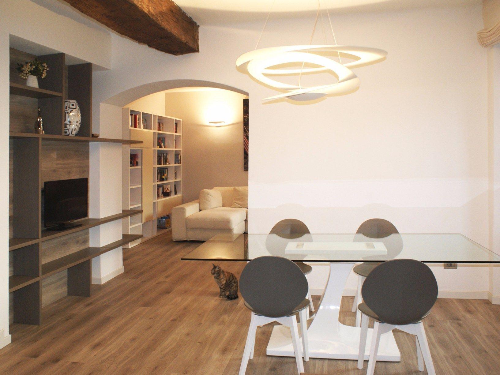 Sala Da Pranzo Rustica : Pietra rustica travi in legno nuance naturali