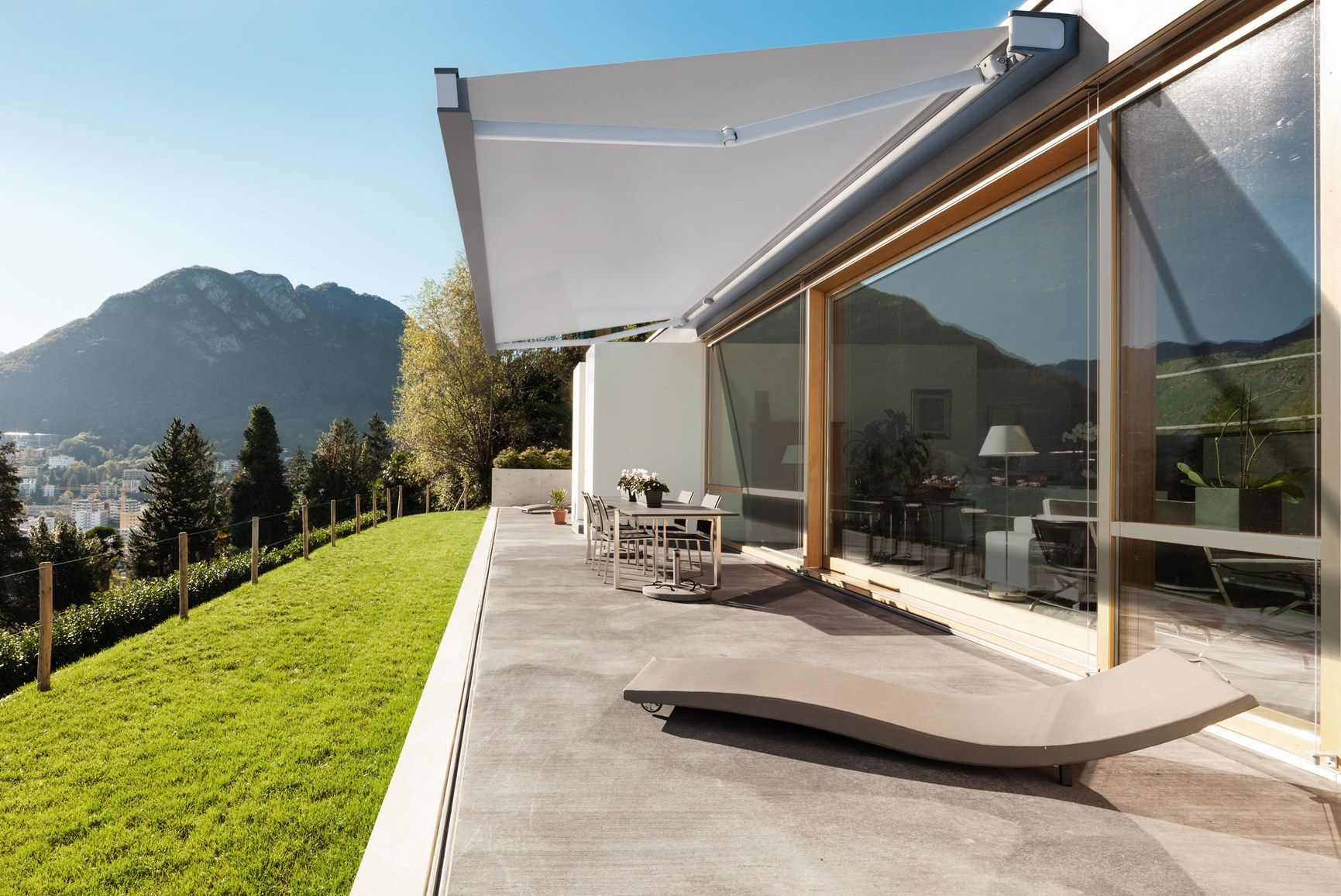 Tenda da sole QUBICA di KE Protezioni Solari: progettata per essere bella sempre, anche da chiusa