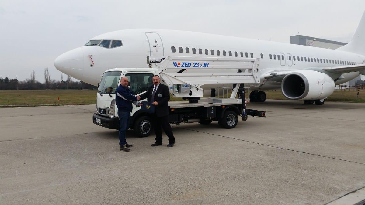 Mr. Krisztián Radó (Calibration specialist and lift equipment administrator for Lufthansa in Budapest) e Mr. Jeno Gombás