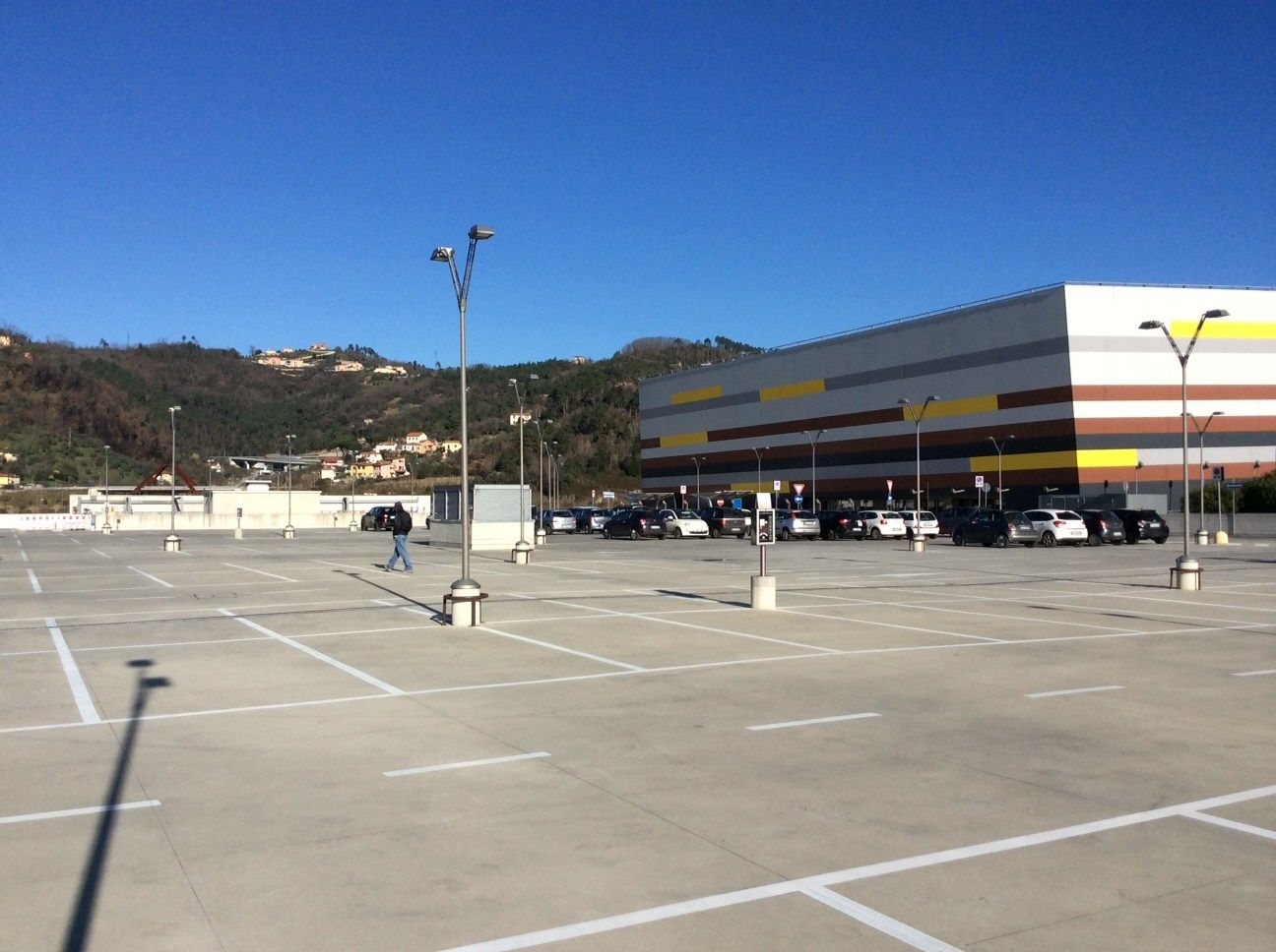 Parcheggio esterno del centro commerciale
