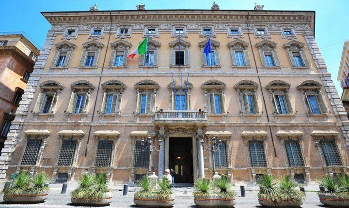 Codice Appalti, Delrio: 'decreti attuativi entro la fine dell'estate'