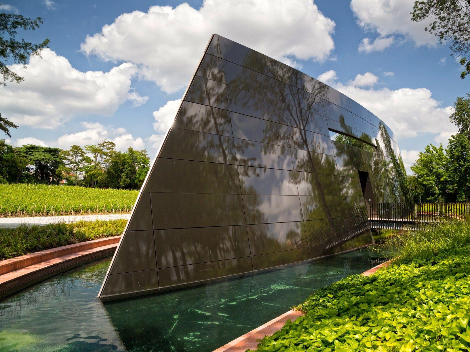 Vino e architettura: il debutto di Philippe Starck con una cantina