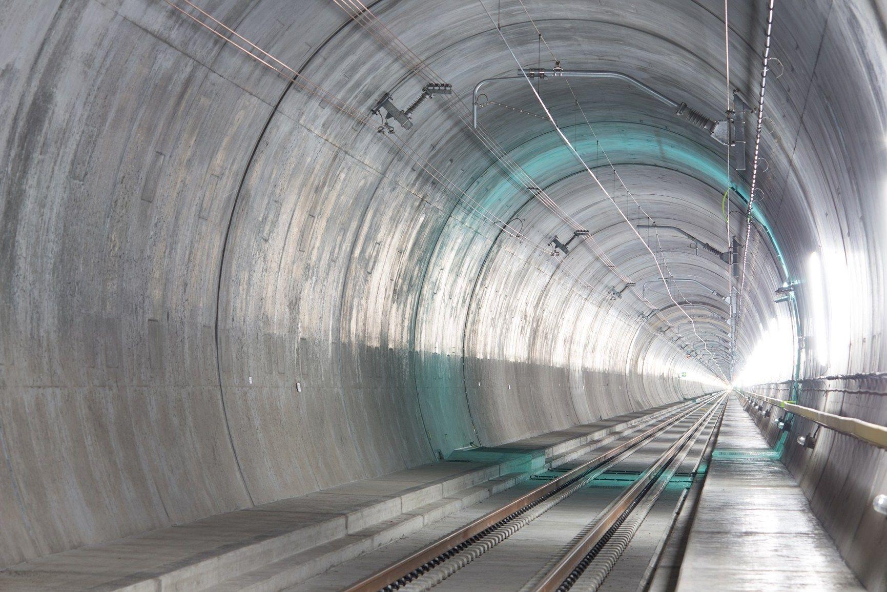 ABB per la protezione dei cavi nel tunnel ferroviario più lungo e profondo del mondo