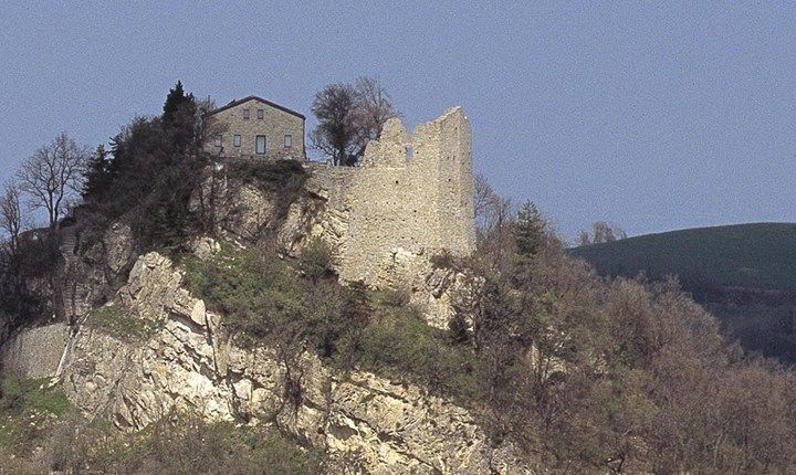 """Castello di Canossa e Museo nazionale """"Naborre Campanini"""" - Canossa (RE)"""