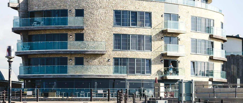 Barriere Antirumore Per Balconi q-railing, balaustre in vetro per balconi con vista sul mare