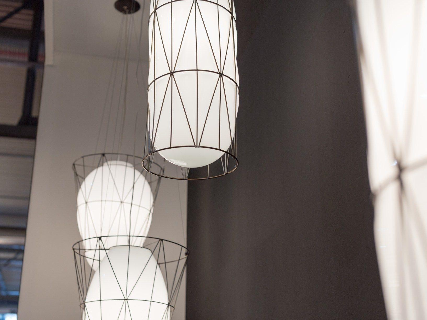 Lampade In Vetro Soffiato : La luce in equilibrio tra metallo e vetro soffiato