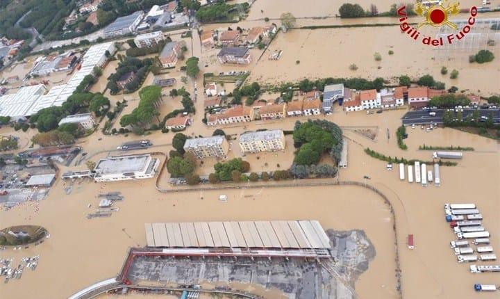 Livorno, il fiume tombato esonda per le piogge eccezionali