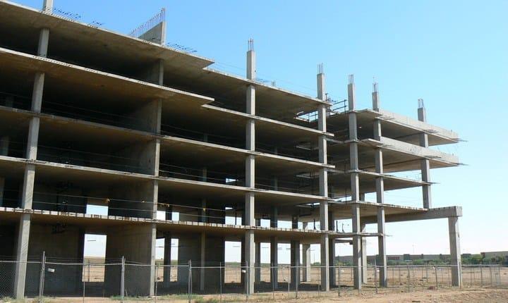Abusivismo edilizio, la Camera sospende l'esame del ddl Falanga