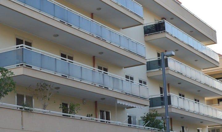 Balconi, sempre richiesto il permesso di costruire