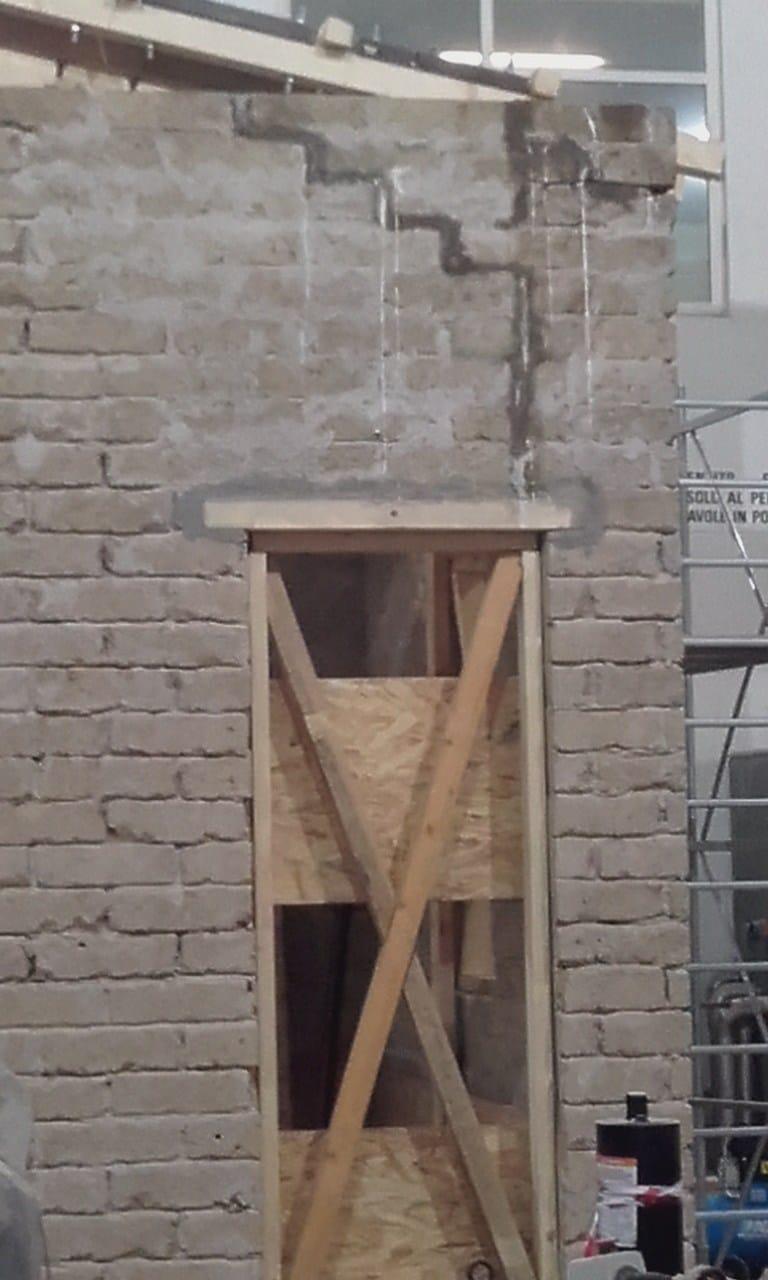 Sequenza della riparazione/rinforzo con tecnologia Fibre Net della struttura ad U