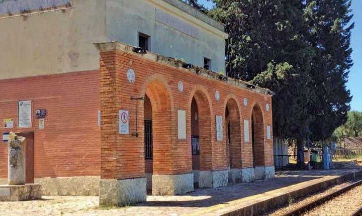 L'antica stazione ferroviaria adiacente al sito archeologico Canne della Battaglia (BAT)