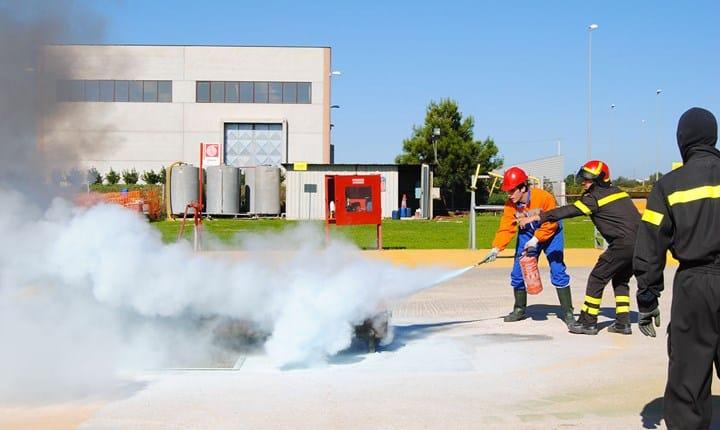 Antincendio, in arrivo la regola tecnica per le attività commerciali