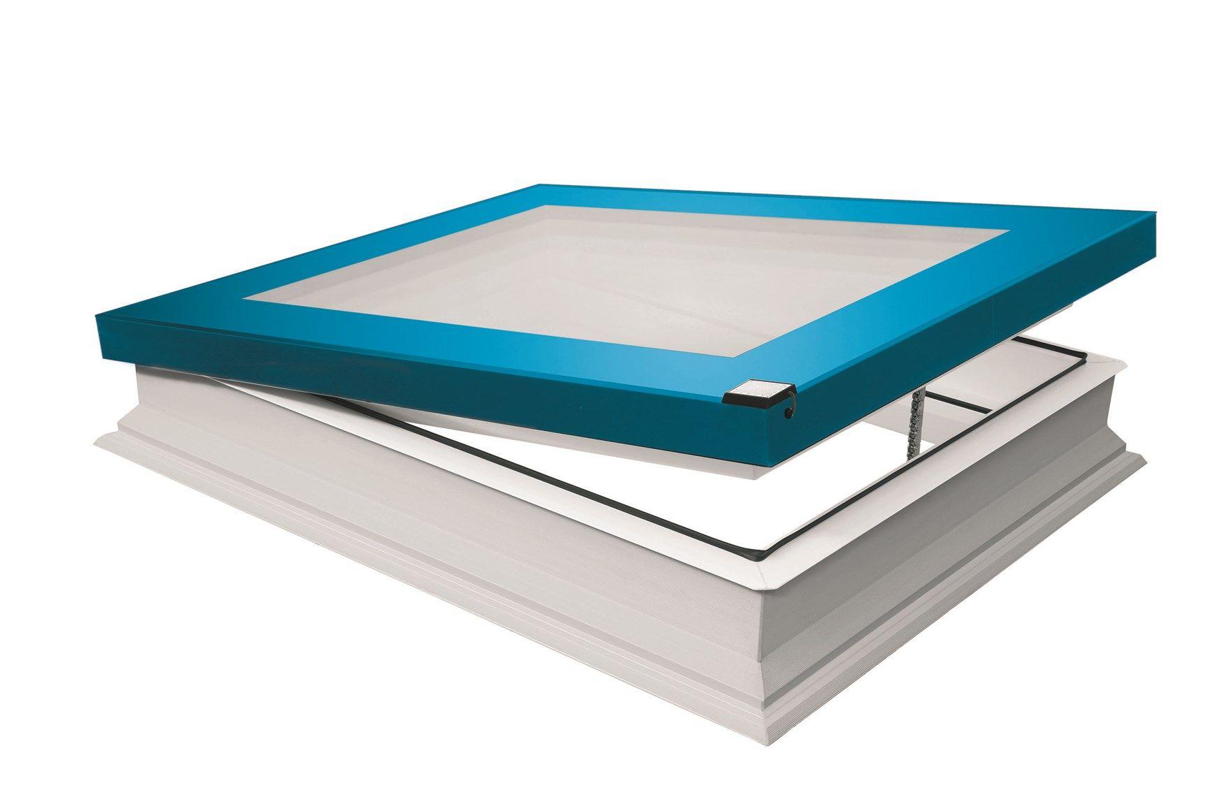 Finestra per tetti piatti FAKRO modello F Colourline: la più evoluta tecnologia si veste di colore