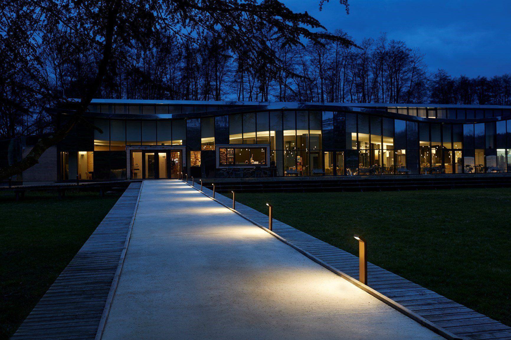 L l luce light illumina il campus pernod ricard university