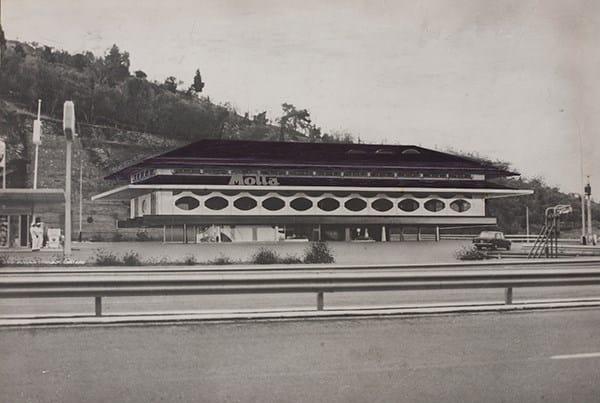Renzo Zavanella, Autogrill Motta località S. Ilario, autostrada Genova-Sestri Levante, 1967-1970, Stampa fotografica bianco e nero su carta bromuro