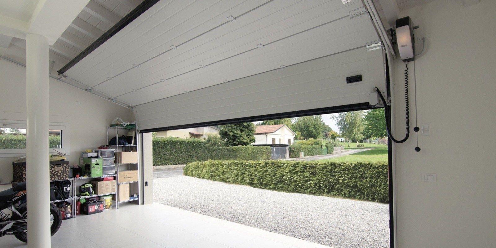 Automazioni Breda: tante comodità per il tuo portone sezionale