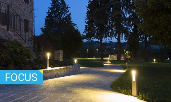 Lampioni, paletti luminosi e segnapasso per il giardino