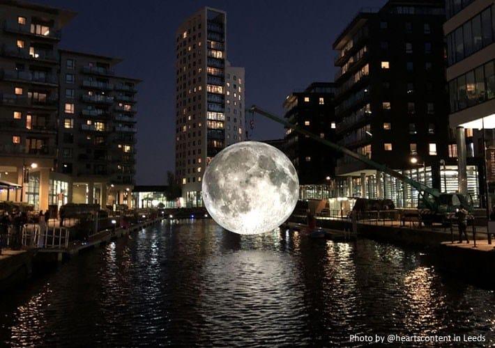 A Milano si nuota sotto la super luna