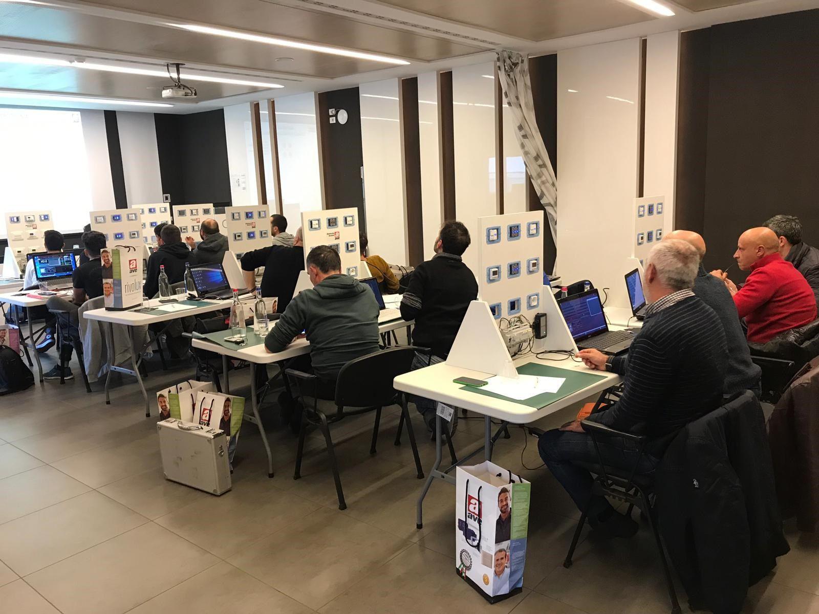 AVE: aperte le iscrizioni ai corsi della nuova domotica IoT