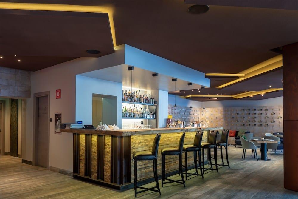 Le soluzioni acustiche verticali e monolitiche di Rockfon per Camp Zero Luxury Resort a Champoluc