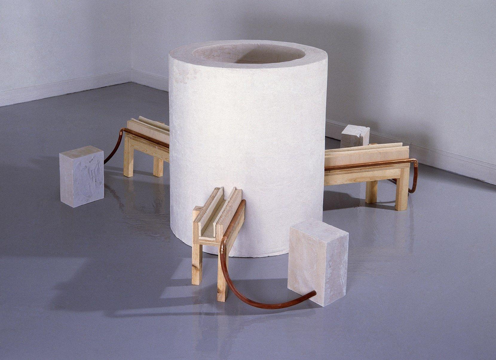 Pedro Cabrita Reis, Absorto, 1991. Legno, gesso, feltro, rame, gomma. Courtesy IVAM, Institut Valencià d'Art Modern