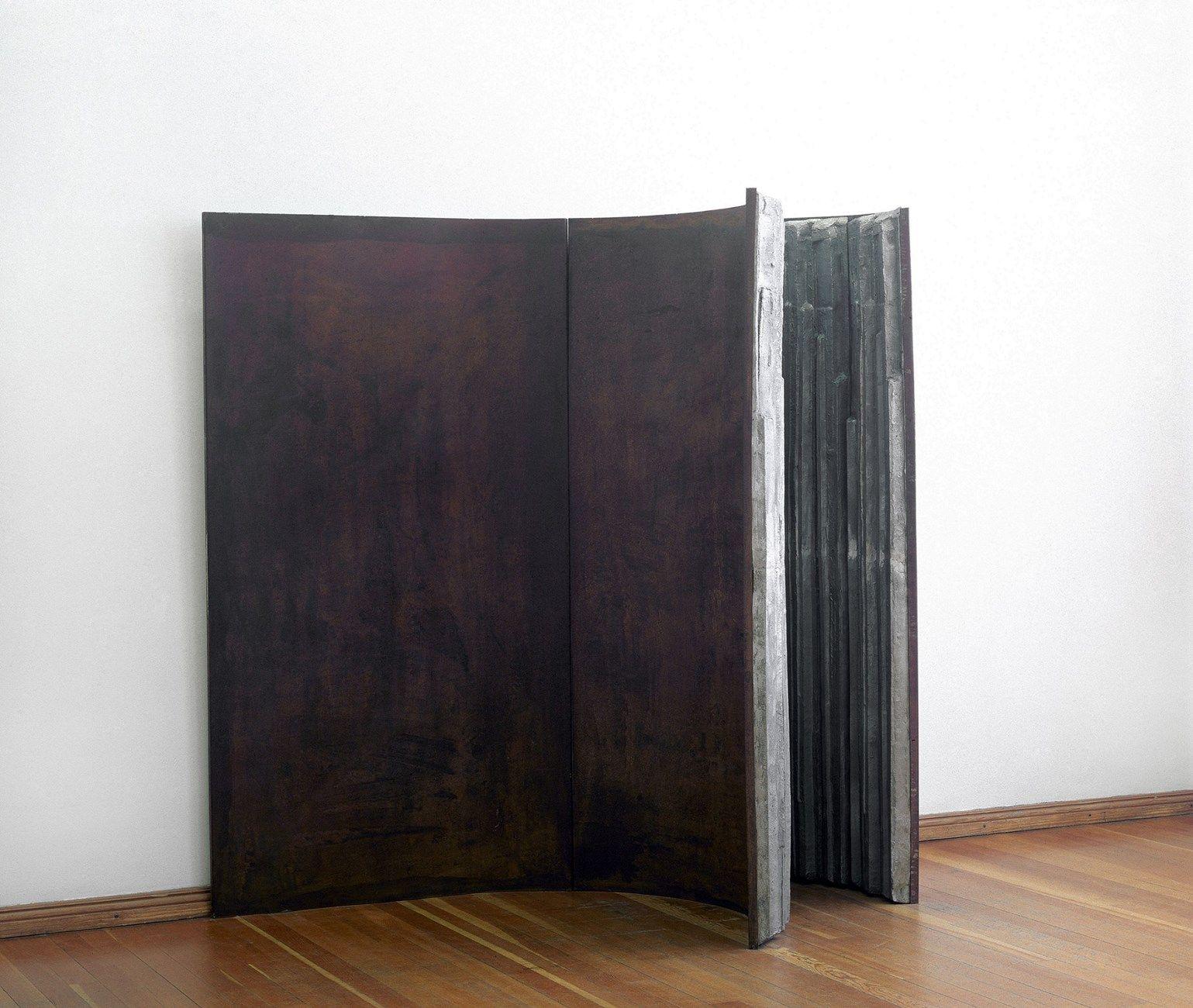 Cristina Iglesias, Senza titolo, 1991. Fibra di cemento e ferro. Courtesy IVAM, Institut Valencià d'Art Modern