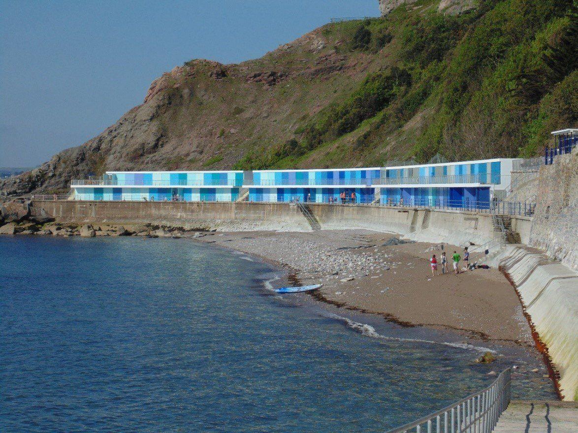 Proteggere le strutture turistiche affacciate sul mare da sole e salsedine