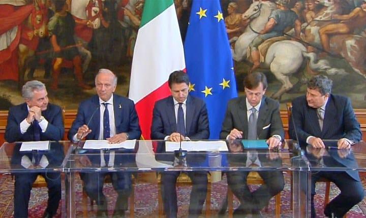 Firma accordi Miur, BEI, CEB e CDP a Palazzo Chigi. Foto tratta da YouTube Channel PalazzoChigi