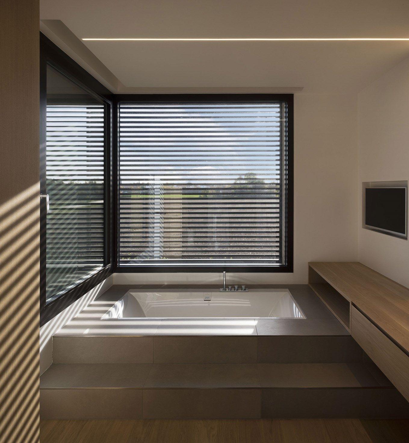 Ventilazione naturale e monitoraggio dell'aria indoor: le tecnologie Schüco per un bagno sinonimo di benessere