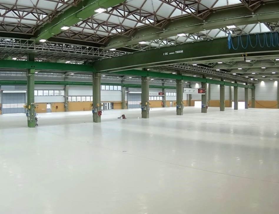 Pavimenti in resina IPM Aquaperm Stratos per il nuovo capannone di Blm Group