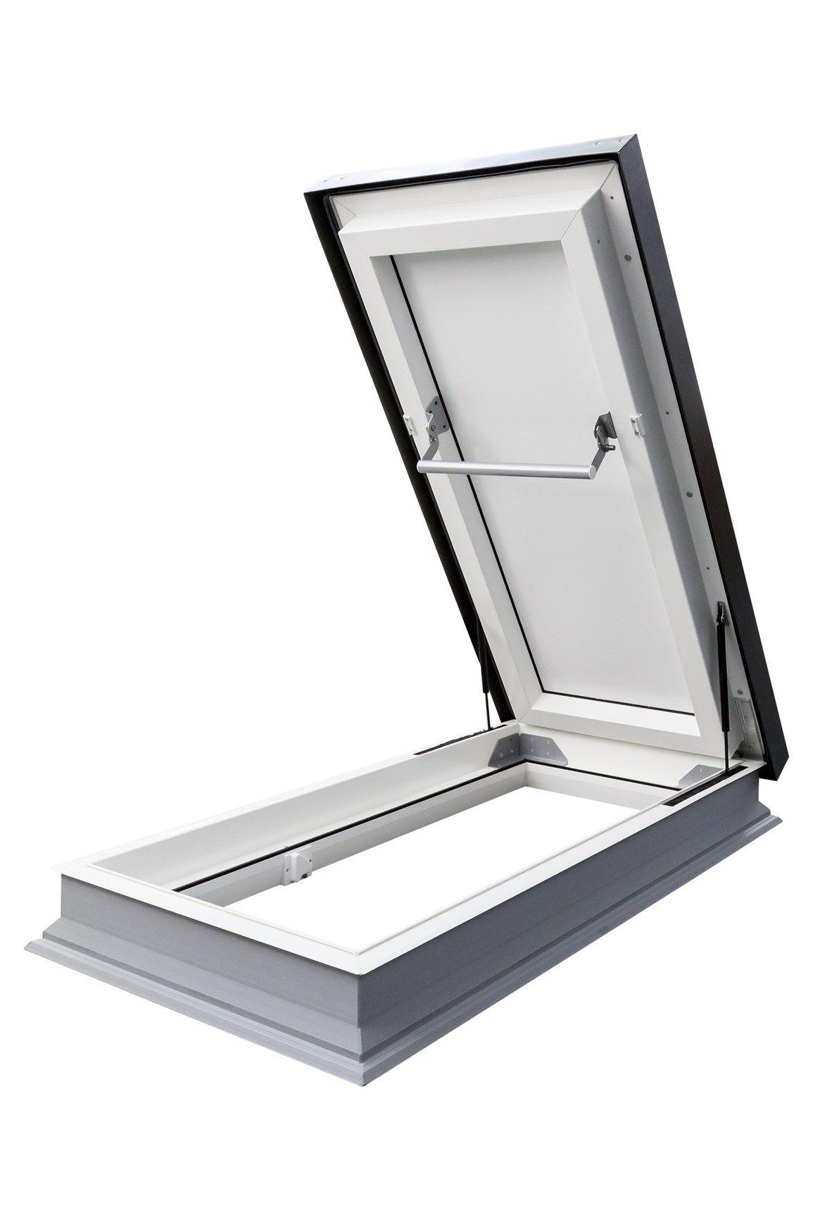 Accesso al tetto  con la nuova botola DRL per tetti piatti FAKRO