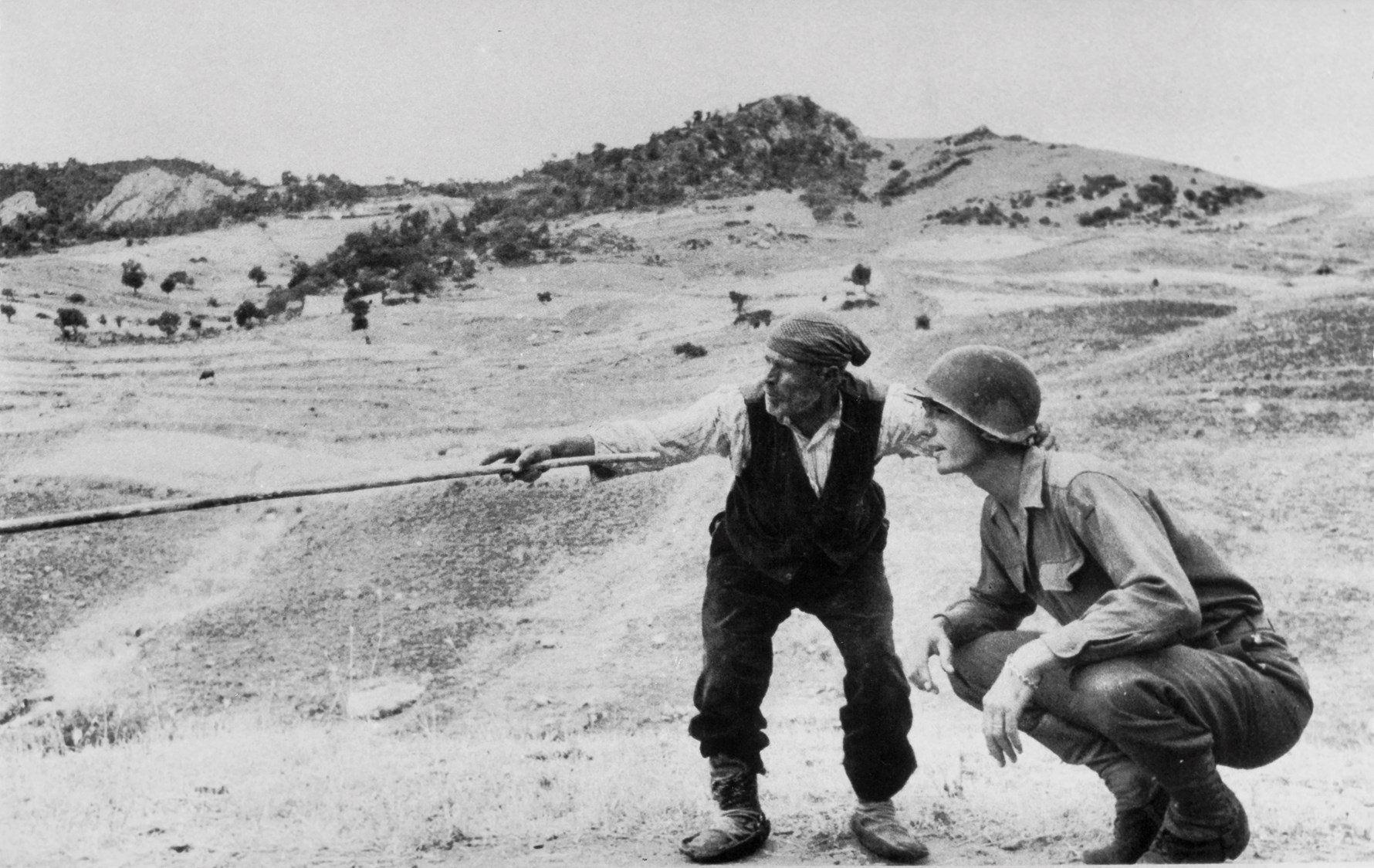 Robert Capa, Sicilia, nei pressi di Troina (provincia di Enna), agosto 1943. © Robert Capa - Courtesy International Center of Photography/Magnum Photo