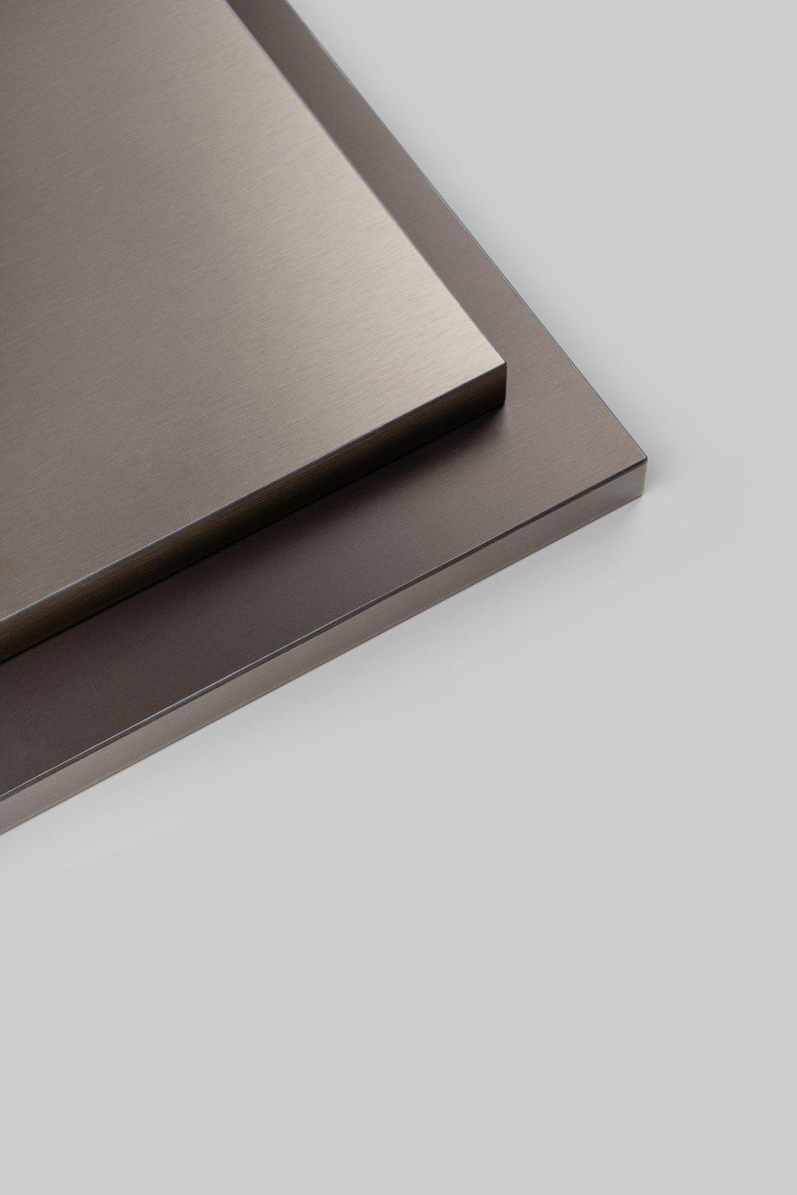 REHAU: effetti metallici per mobili brillanti con le nuove finiture RAUVISIO