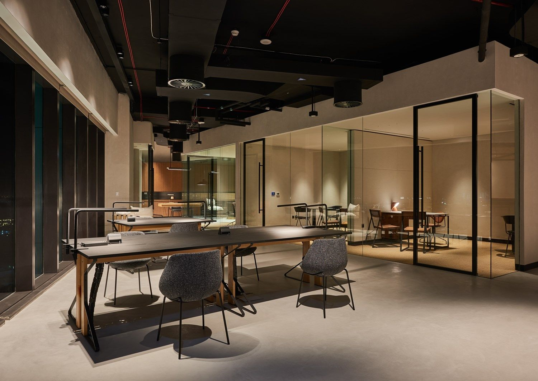 Un ufficio dalle tonalità del deserto