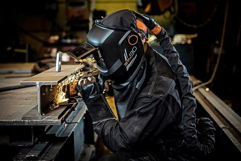 L'evoluzione della sicurezza nella saldatura con le nuove maschere ALFA e BETA di Kemppi