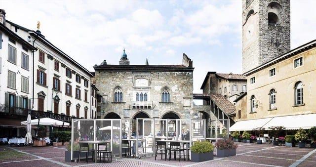 Da Bergamo i primi pannelli divisori in tessuto alle particelle d'argento che annullano la carica batterica del coronavirus