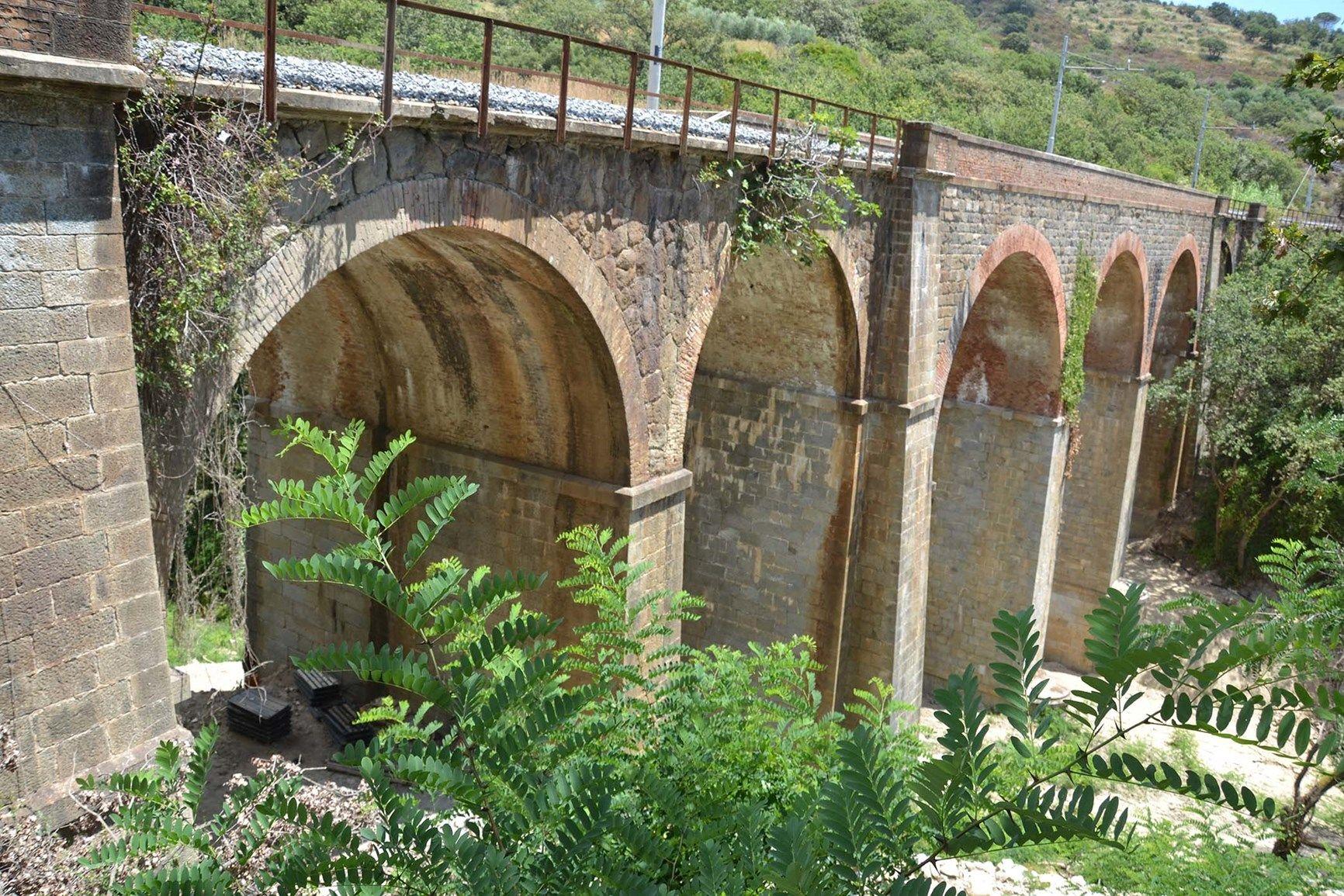 Soluzioni di rinforzo FRCM Ruregold per un ponte ferroviario