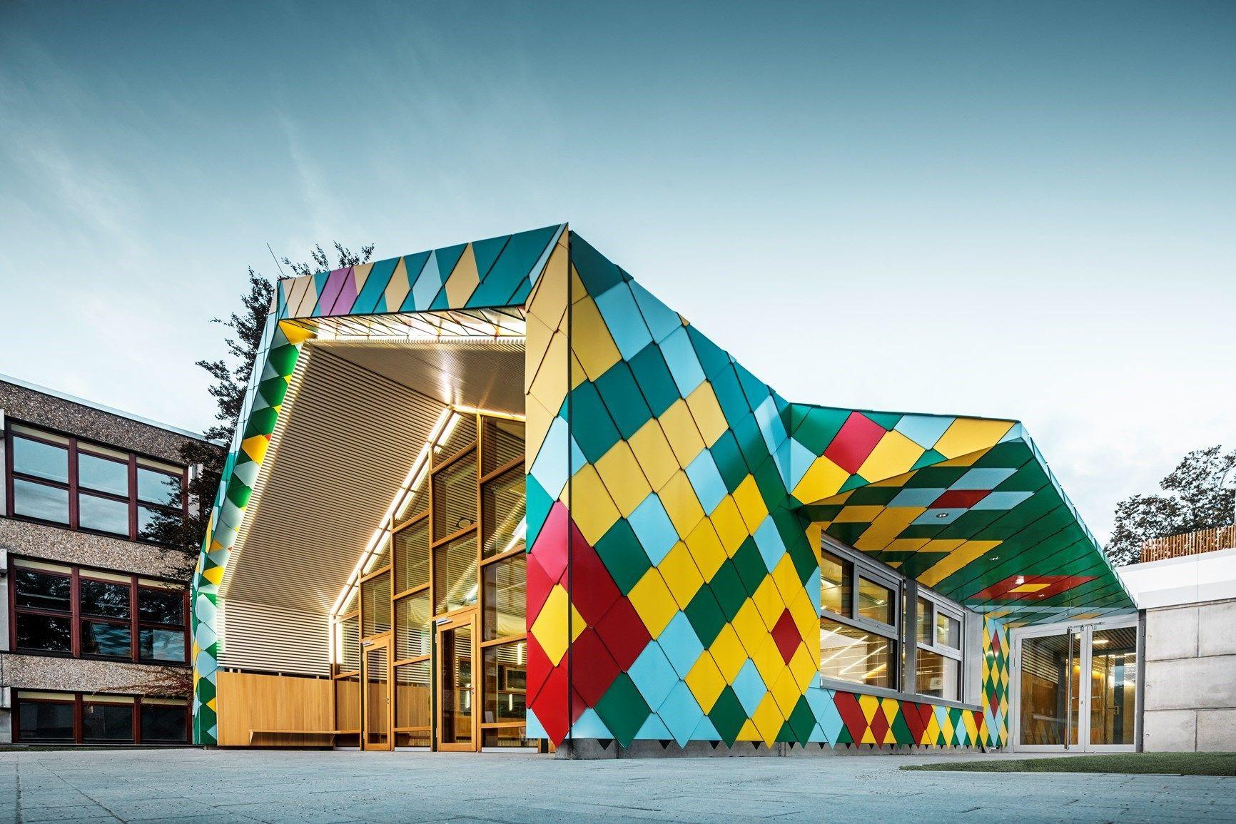 Il cuore policromo del campus: gli architetti progettano la mensa assieme agli studenti