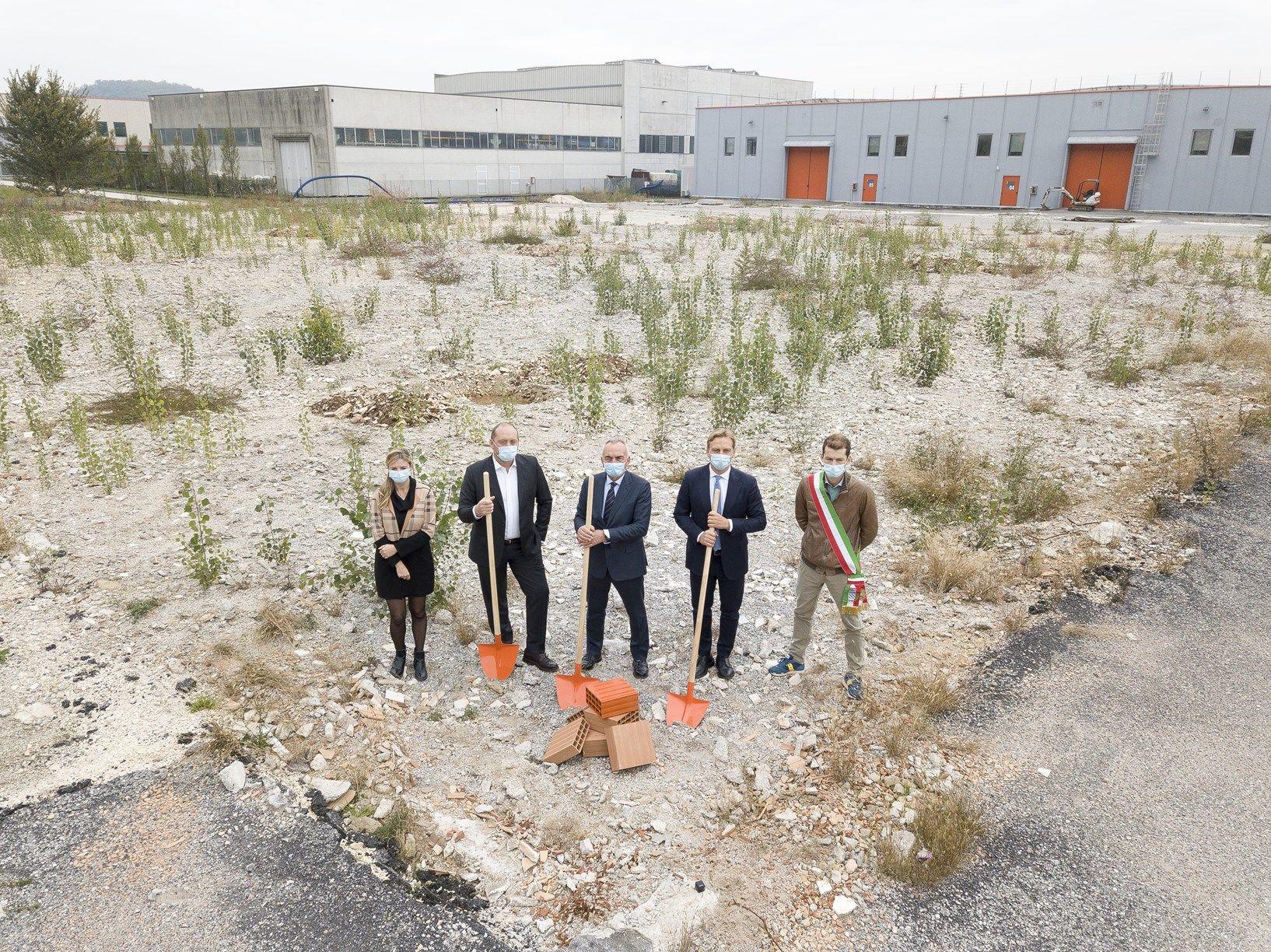 IVAR inaugura i lavori del nuovo capannone: posata la prima pietra