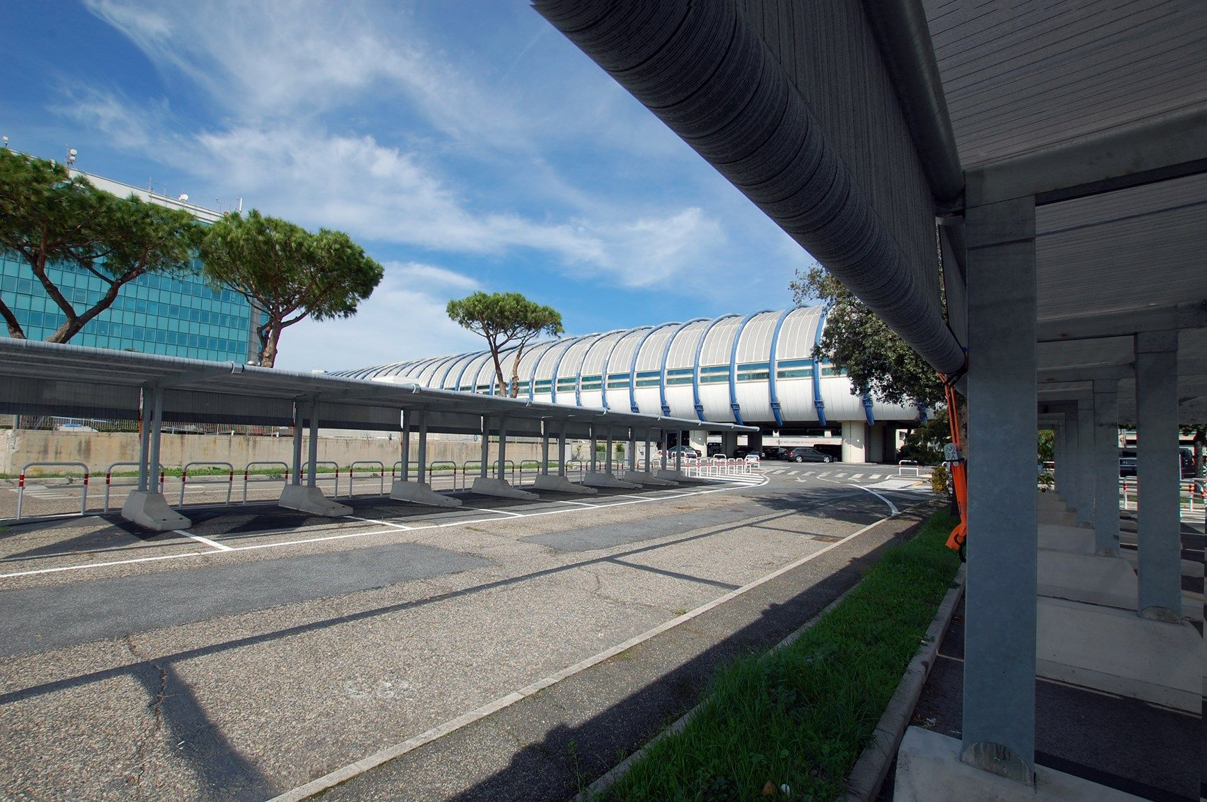 Tettoie per auto Kopron al parcheggio dell'aeroporto di Fiumicino