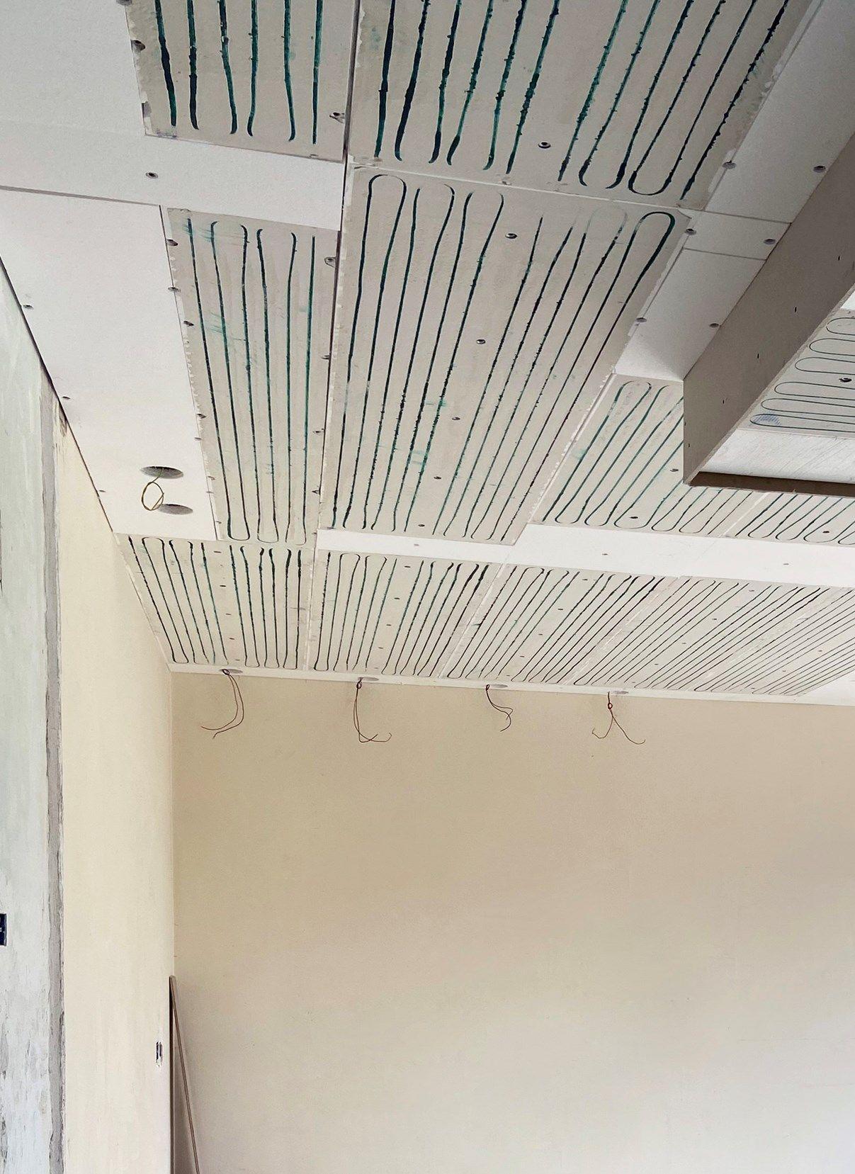 Impianto radiante a soffitto RDZ per la ristrutturazione di una casa degli anni 70
