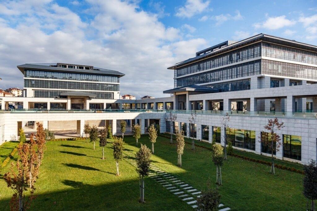 Master per le facciate continue dell'importante complesso universitario di Instanbul, realizzate da Kleidco