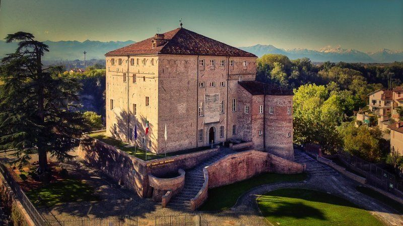 Finestre ecologiche Navello per il Castello di Carrù