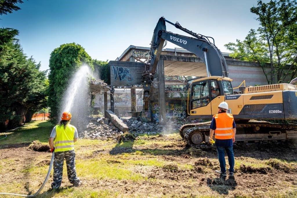 Cava di Trezzano incaricata della demolizione della struttura di via Morona a Trezzano sul Naviglio (MI)