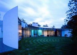 Wiltshire: la casa a mezzaluna di Ken Shuttleworth
