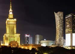 Zlota 44, una lussuosa torre residenziale per Varsavia